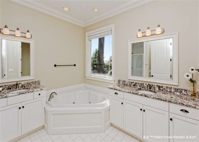 Custom Lavatories Tend to be Awash Along with Luxurious